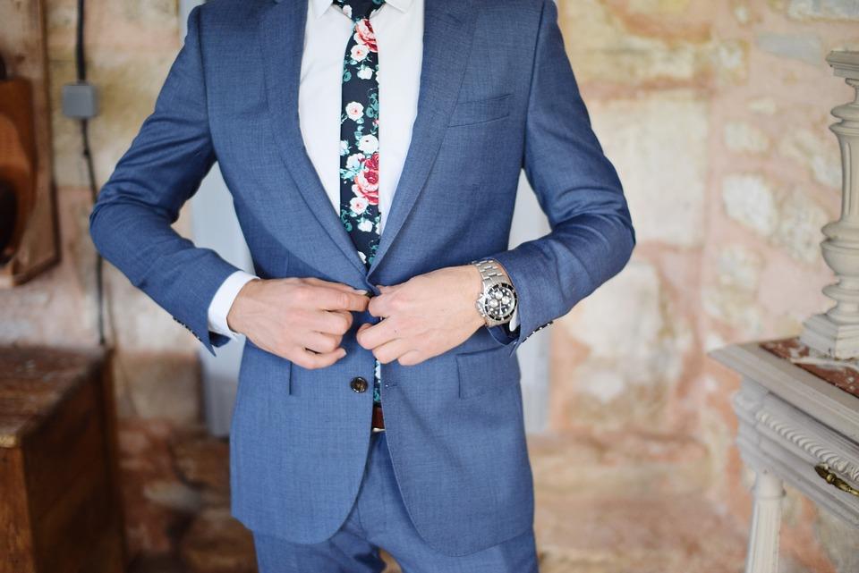 El traje de novio: tipos y usos