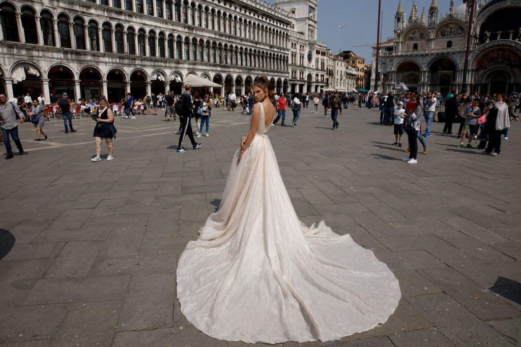 Julie vino vestido de novia